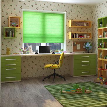 Дизайн детской с письменным столом у окна