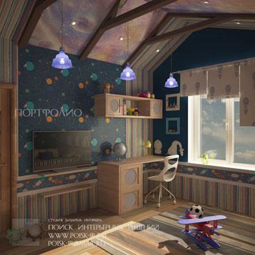 Детская на мансарде с росписью наклонного потолка под небо фото интерьеров. Небо в мансардной детской фото интерьеров. Мебель, пол и двери в детской цвета Орех, разноцветные обои в приглушённой гамме, бежевые с рисунком римские шторы в интерьере детской на мансарде. Люстры, прикреплённые к мансардным балкам в мансардной детской. Дизайн детских Тольятти.